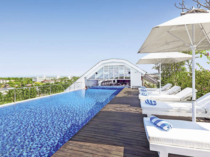 Jambuluwuk Oceano Seminyak Hotel-april 2021